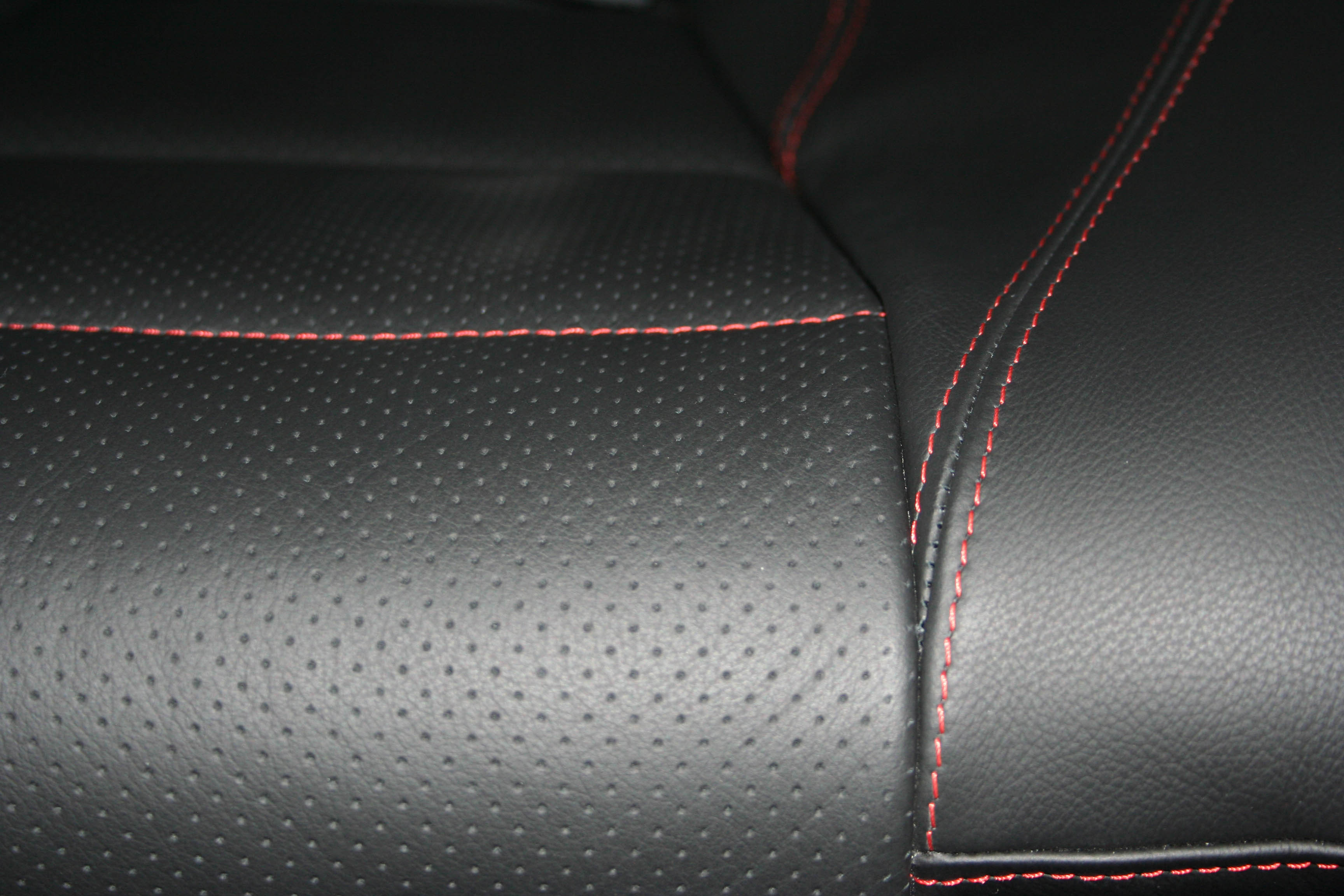 N930ZD Stitching Detail