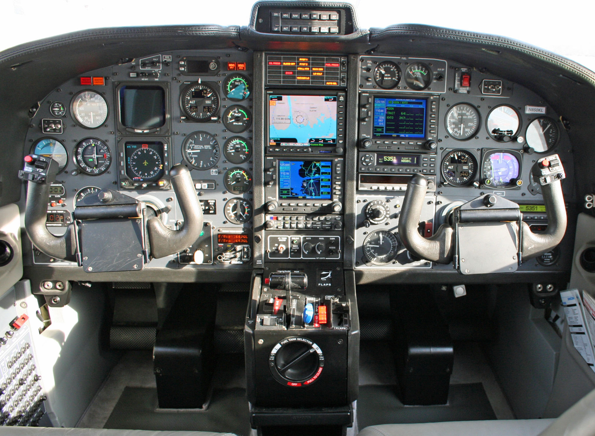 N850KL Panel | Columbia Air Services