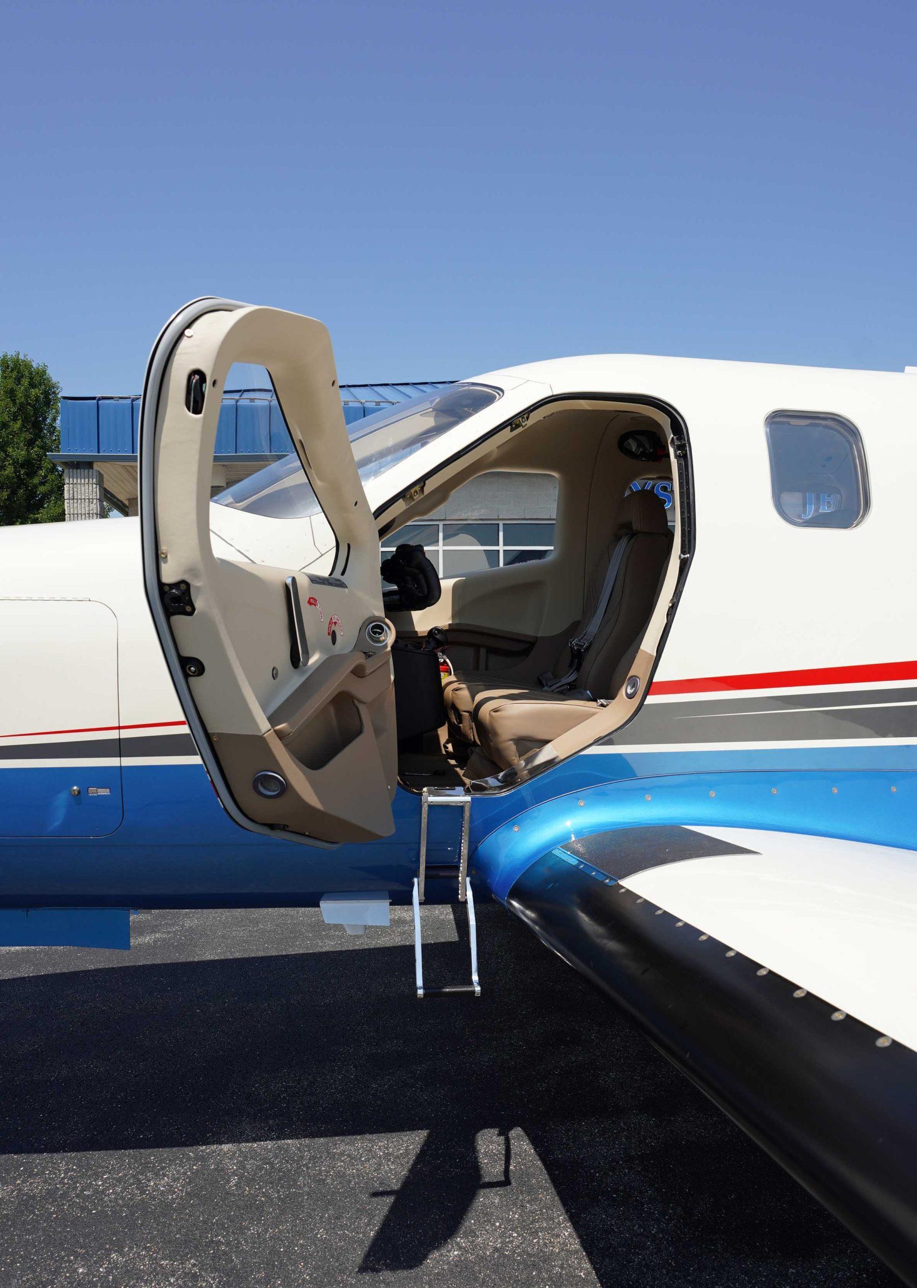 N940TM Pilot Door web